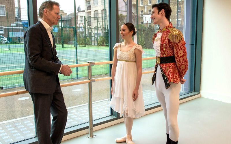 Sir Nicholas Serota talking to ballet dancers